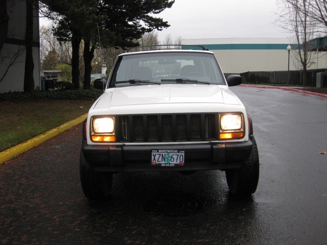 1998 Jeep Cherokee Classic SUV 4X4 / In-Line 6-Cylinder