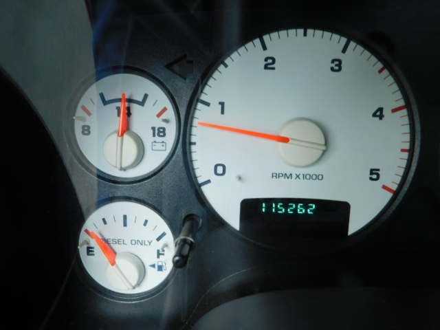 2004 Dodge Ram 2500 Laramie / 4X4 / 5.9L Cummins Diesel / LIFTED LIFTE - Photo 37 - Portland, OR 97217