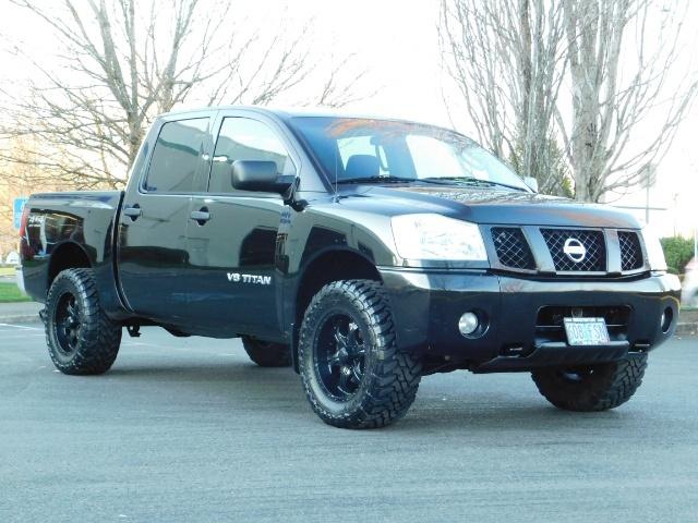 2005 Nissan Titan SE Crew Cab V8 / 4X4 OFF ROAD / CUSTOM EXHAUST - Photo 2 - Portland, OR 97217