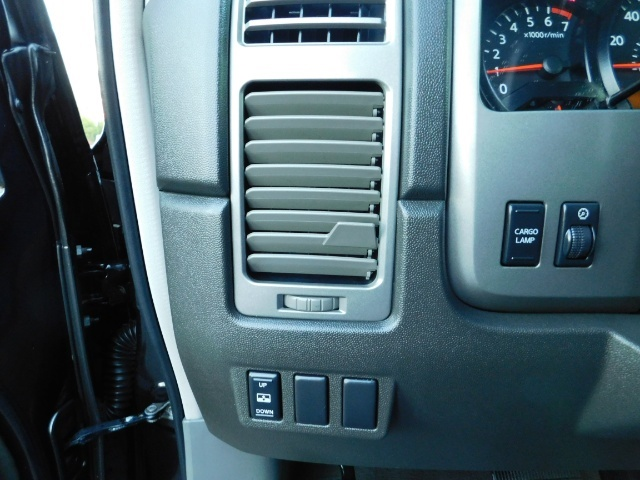 2005 Nissan Titan SE Crew Cab V8 / 4X4 OFF ROAD / CUSTOM EXHAUST - Photo 37 - Portland, OR 97217