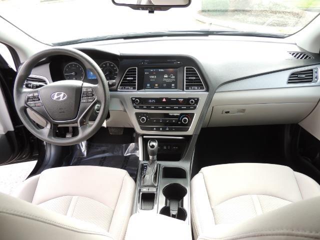 2016 Hyundai Sonata SE / Sedan / Back up camera / Factory Warranty - Photo 16 - Portland, OR 97217