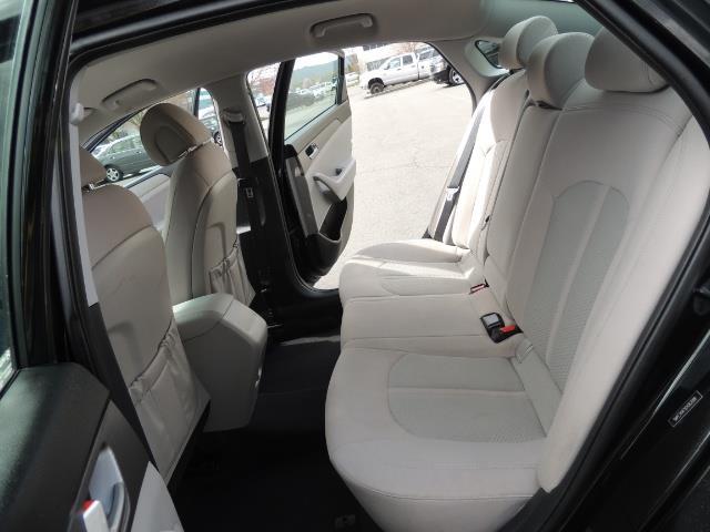 2016 Hyundai Sonata SE / Sedan / Back up camera / Factory Warranty - Photo 13 - Portland, OR 97217