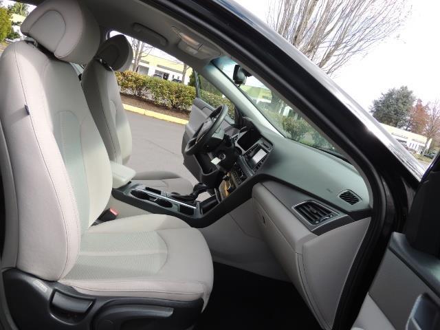 2016 Hyundai Sonata SE / Sedan / Back up camera / Factory Warranty - Photo 15 - Portland, OR 97217