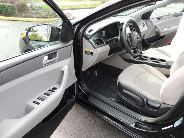 2016 Hyundai Sonata SE / Sedan / Back up camera / Factory Warranty - Photo 11 - Portland, OR 97217