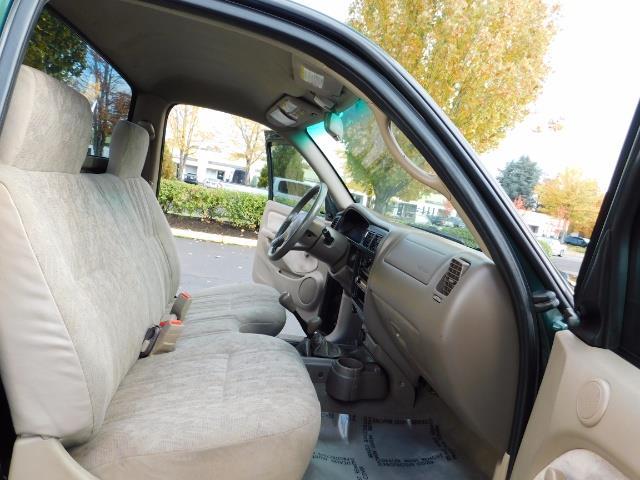 2001 Toyota Tacoma 2dr Standard Cab / 4X4 / 5 Speed Manual / LIFTED ! - Photo 16 - Portland, OR 97217