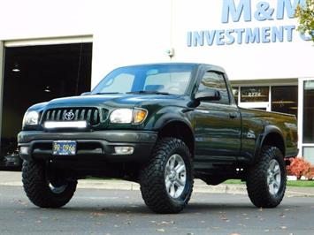 2001 Toyota Tacoma 2dr Standard Cab / 4X4 / 5 Speed Manual / LIFTED ! Truck