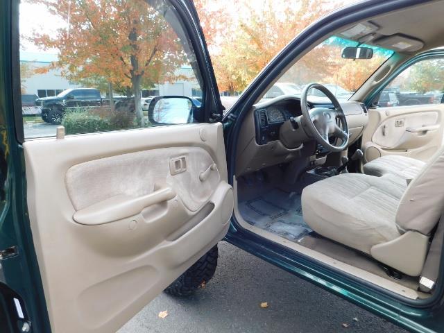 2001 Toyota Tacoma 2dr Standard Cab / 4X4 / 5 Speed Manual / LIFTED ! - Photo 14 - Portland, OR 97217