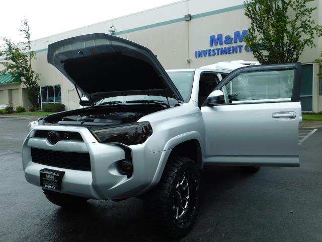 2016 Toyota 4Runner SR5 / 4WD / Navigation / backup camera / LIFTED - Photo 25 - Portland, OR 97217