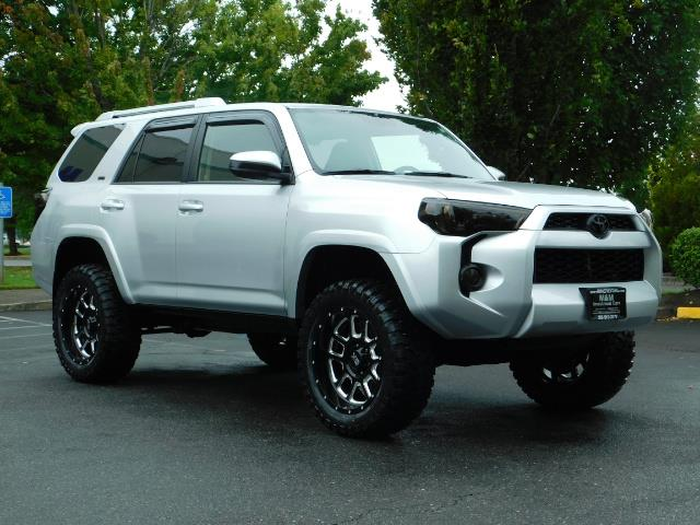 2016 Toyota 4Runner SR5 / 4WD / Navigation / backup camera / LIFTED - Photo 2 - Portland, OR 97217