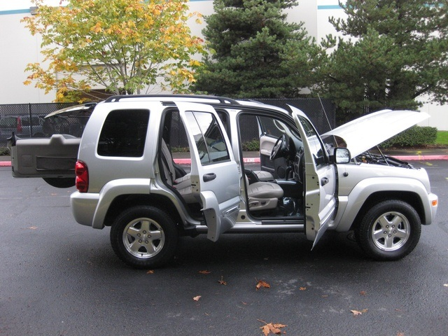 2002 Jeep Liberty Limited Edition 4WD / Leather Seats / Loaded   Photo 14    Portland