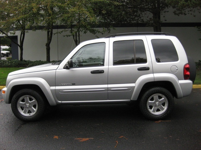 Superior 2002 Jeep Liberty Limited Edition 4WD / Leather Seats / Loaded   Photo 3    Portland
