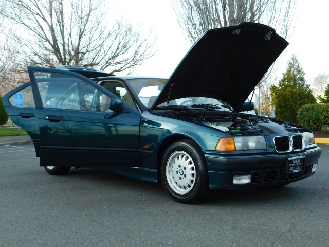 1996 BMW 328i / 4Dr  / Leather / 5-SPEED MANUAL / 1-OWNER - Photo 32 - Portland, OR 97217