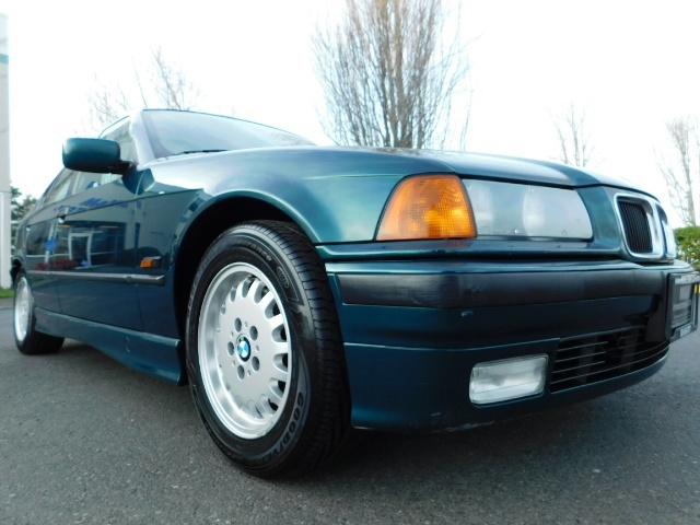 1996 BMW 328i / 4Dr  / Leather / 5-SPEED MANUAL / 1-OWNER - Photo 10 - Portland, OR 97217