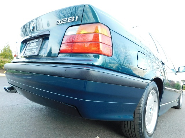 1996 BMW 328i / 4Dr  / Leather / 5-SPEED MANUAL / 1-OWNER - Photo 12 - Portland, OR 97217