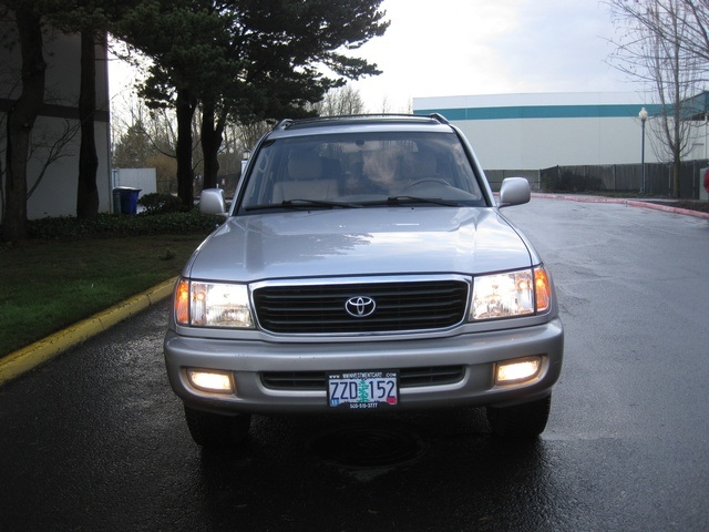2000 Toyota Land Cruiser 4WD / 3RD Seat / Leather / Timing