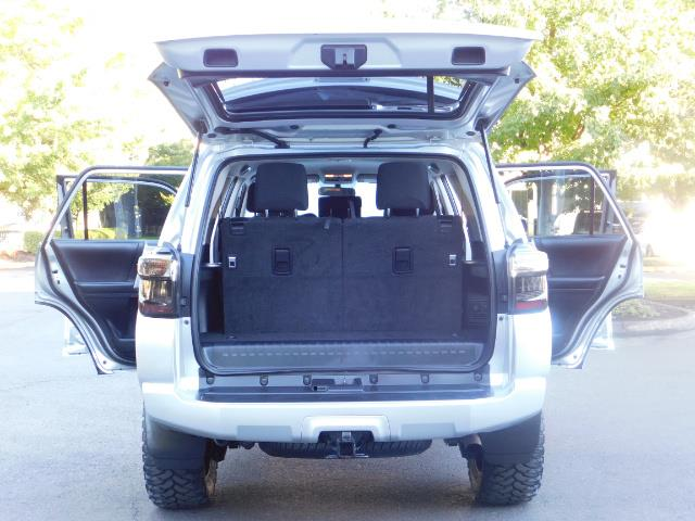 2016 Toyota 4Runner SR5 / 4WD / THIRD SEAT / LIFTED LIFTED - Photo 28 - Portland, OR 97217