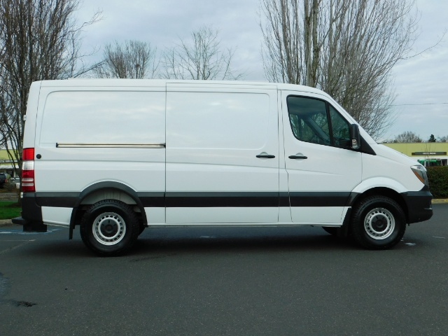 2014 Mercedes-Benz Sprinter Cargo Van 2500 144 WB / V6 DIESEL / Backup Cam - Photo 4 - Portland, OR 97217