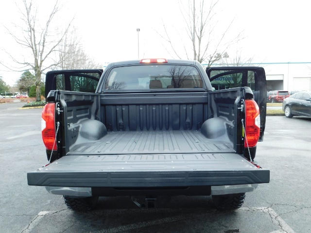 2015 Toyota Tundra SR5 Crewmax / Backup Cam / 1-OWNER / LIFTED LIFTED - Photo 30 - Portland, OR 97217