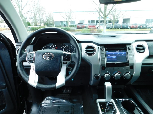 2015 Toyota Tundra SR5 Crewmax / Backup Cam / 1-OWNER / LIFTED LIFTED - Photo 18 - Portland, OR 97217