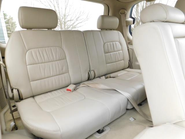 2003 Lexus LX 470 AWD / NAV / DVD / 3RD SEAT / NIGHT VISION - Photo 17 - Portland, OR 97217