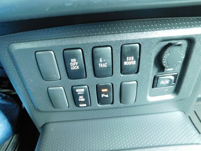 2007 Toyota FJ Cruiser 4X4 / V6 4.0L / DIFF LOCK / 81K MILES / LIFTED !! - Photo 19 - Portland, OR 97217
