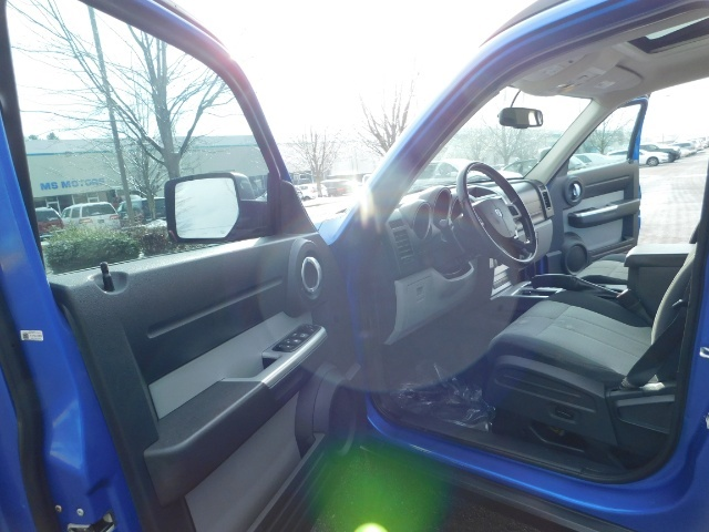 2007 Dodge Nitro SLT SPORT SUV / 4X4 / V6 3.4L / SUN ROOF - Photo 13 - Portland, OR 97217