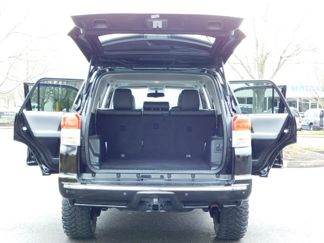 """2011 Toyota 4Runner V6 / 4X4 / LEATHER / CAMERA / 20 """" XD RIMS / LIFTED - Photo 21 - Portland, OR 97217"""