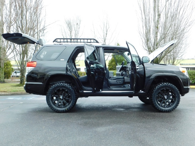 """2011 Toyota 4Runner V6 / 4X4 / LEATHER / CAMERA / 20 """" XD RIMS / LIFTED - Photo 22 - Portland, OR 97217"""
