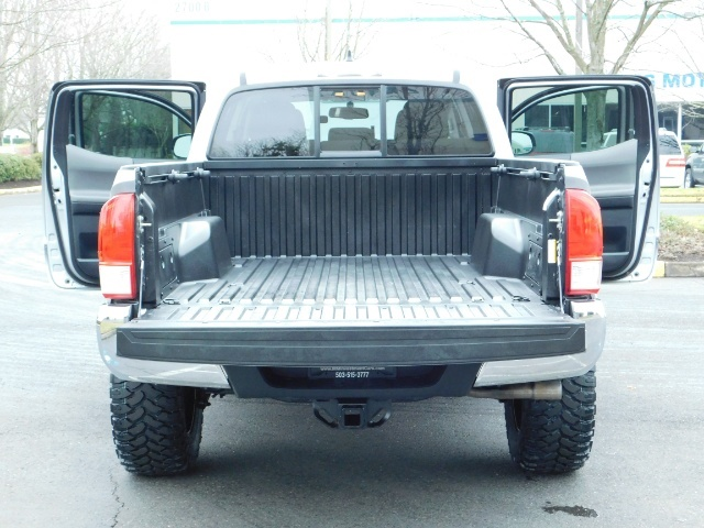 2016 Toyota Tacoma SR5 V6 / 4X4 / Backup camera / LONG BED / LIFTED - Photo 22 - Portland, OR 97217