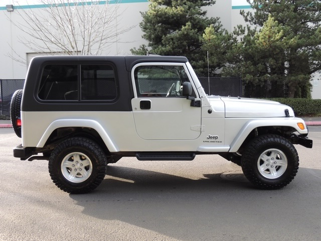 2005 jeep wrangler unlimited/4wd/6-spd manual/moonroof/ lifted.