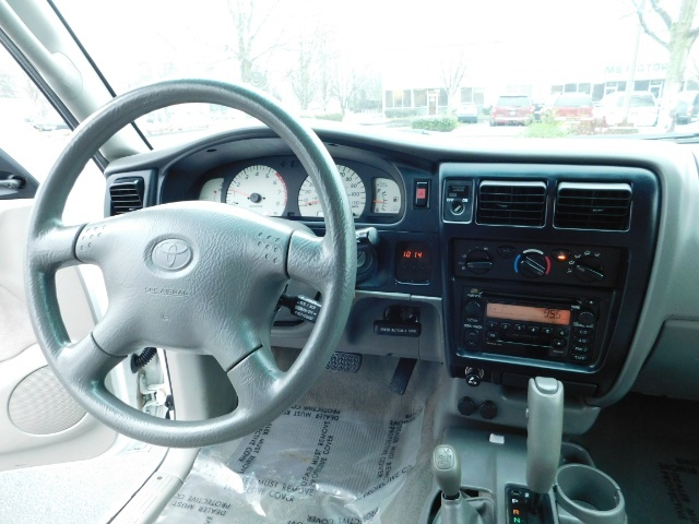 2004 Toyota Tacoma 4X4 Xtracab / Matching Canopy / 1-OWNER - Photo 19 - Portland, OR 97217