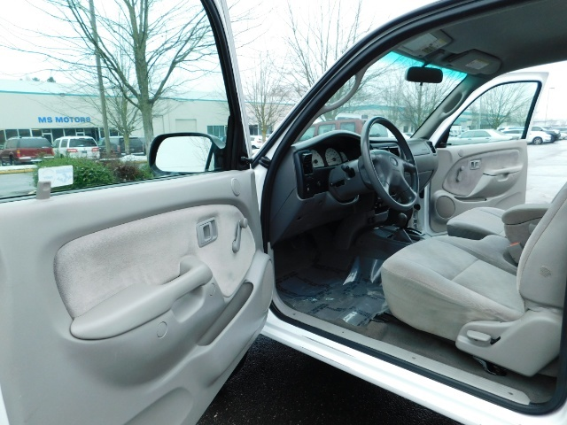 2004 Toyota Tacoma 4X4 Xtracab / Matching Canopy / 1-OWNER - Photo 13 - Portland, OR 97217