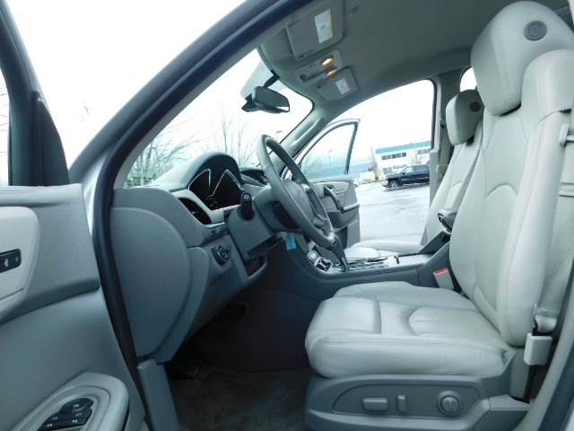 2017 Chevrolet Traverse Premier / Sport Utility / AWD / 3RD SEAT / Navi - Photo 14 - Portland, OR 97217