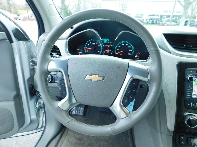 2017 Chevrolet Traverse Premier / Sport Utility / AWD / 3RD SEAT / Navi - Photo 19 - Portland, OR 97217