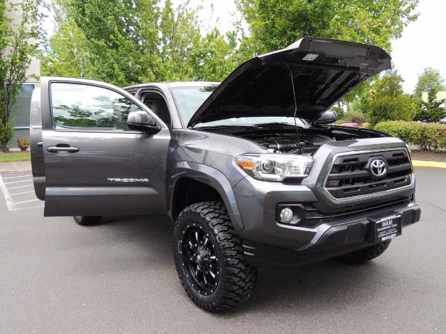 2017 Toyota Tacoma SR5 V6 / 4x4 / Double cab / Backup / LIFTED LIFTED - Photo 31 - Portland, OR 97217