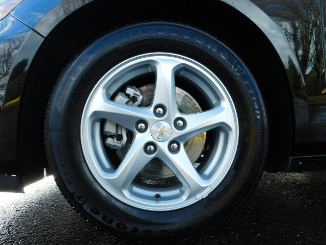 2017 Chevrolet Malibu LS / Sedan / Backup camera / 1-OWNER / LOW MILES - Photo 23 - Portland, OR 97217