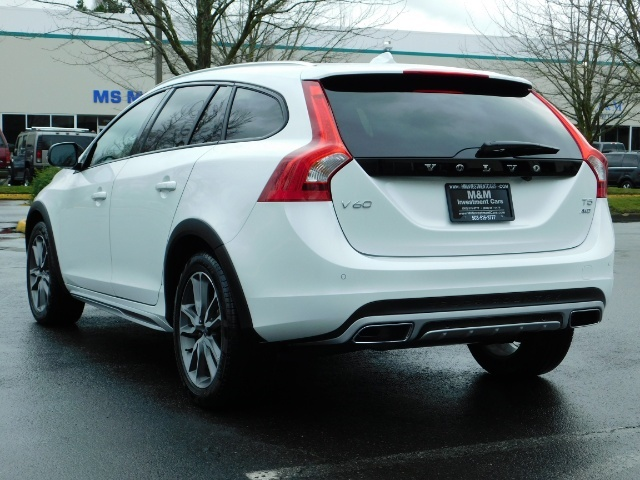 2017 Volvo V60 Cross Country T5 Premier / Cross Country / V60 / AWD / 1-OWNER - Photo 7 - Portland, OR 97217