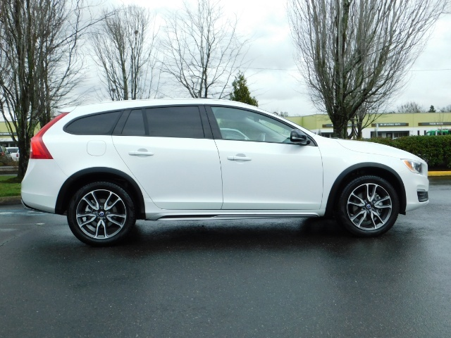 2017 Volvo V60 Cross Country T5 Premier / Cross Country / V60 / AWD / 1-OWNER - Photo 4 - Portland, OR 97217