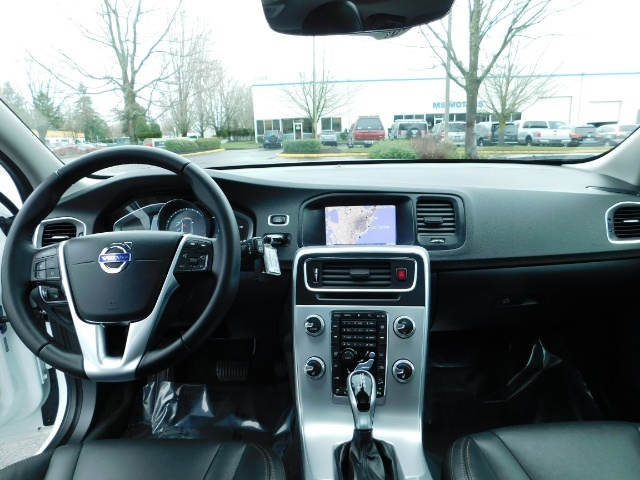2017 Volvo V60 Cross Country T5 Premier / Cross Country / V60 / AWD / 1-OWNER - Photo 35 - Portland, OR 97217