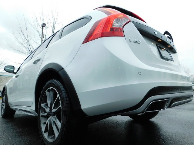 2017 Volvo V60 Cross Country T5 Premier / Cross Country / V60 / AWD / 1-OWNER - Photo 12 - Portland, OR 97217