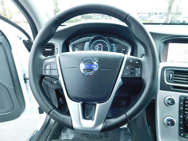 2017 Volvo V60 Cross Country T5 Premier / Cross Country / V60 / AWD / 1-OWNER - Photo 37 - Portland, OR 97217