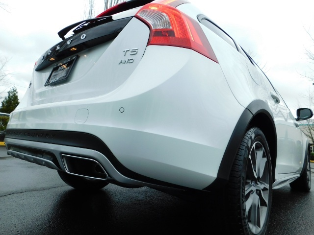 2017 Volvo V60 Cross Country T5 Premier / Cross Country / V60 / AWD / 1-OWNER - Photo 11 - Portland, OR 97217
