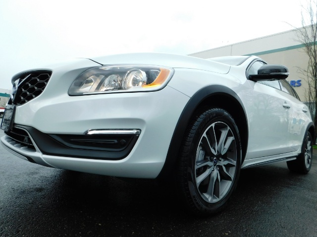 2017 Volvo V60 Cross Country T5 Premier / Cross Country / V60 / AWD / 1-OWNER - Photo 9 - Portland, OR 97217