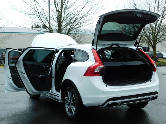 2017 Volvo V60 Cross Country T5 Premier / Cross Country / V60 / AWD / 1-OWNER - Photo 27 - Portland, OR 97217