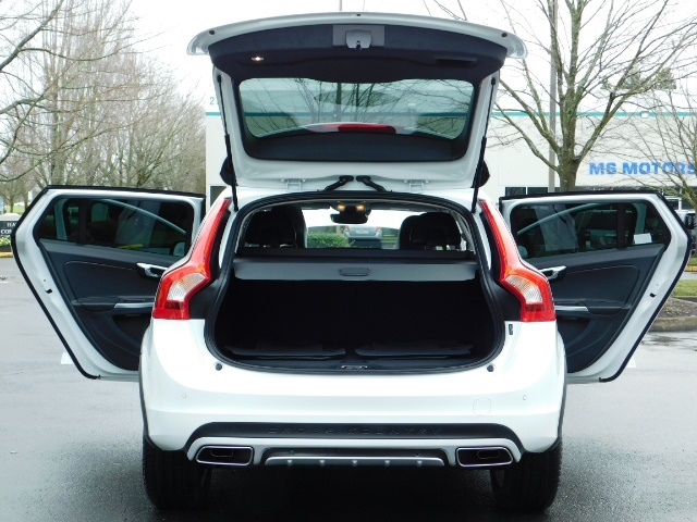 2017 Volvo V60 Cross Country T5 Premier / Cross Country / V60 / AWD / 1-OWNER - Photo 28 - Portland, OR 97217