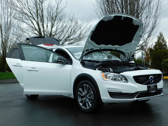 2017 Volvo V60 Cross Country T5 Premier / Cross Country / V60 / AWD / 1-OWNER - Photo 31 - Portland, OR 97217