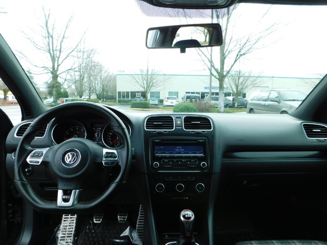 2014 Volkswagen GTI Wolfsburg Edition PZEV / 6-SPEED/ 1-OWNER - Photo 35 - Portland, OR 97217