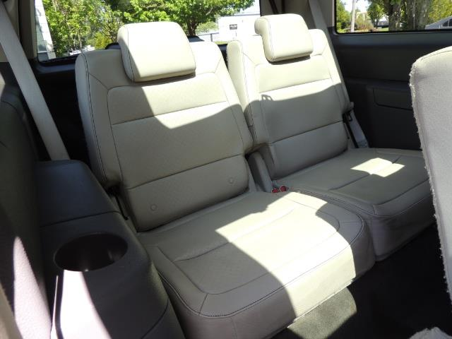 2010 Ford Flex Limited / AWD / Third Seat / Navigation / Leather - Photo 36 - Portland, OR 97217