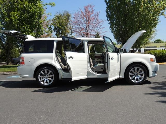 2010 Ford Flex Limited / AWD / Third Seat / Navigation / Leather - Photo 30 - Portland, OR 97217