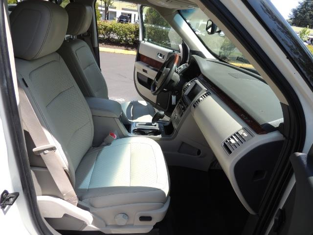 2010 Ford Flex Limited / AWD / Third Seat / Navigation / Leather - Photo 18 - Portland, OR 97217